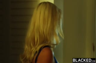 Блондиночка охотно работает писечкой на члене №454 3