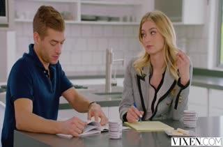Блондиночка охотно работает писечкой на члене №485 1