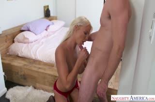 Фигуристая мамаша легко соглашается на секс №2727 3