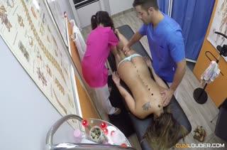 Вместо массажа устроили оргию на кушетке №2780