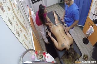 Вместо массажа устроили оргию на кушетке №2780 3